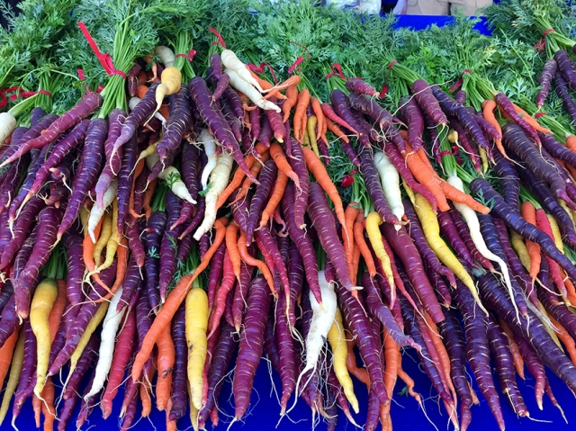 farmersmarketcarrots11516